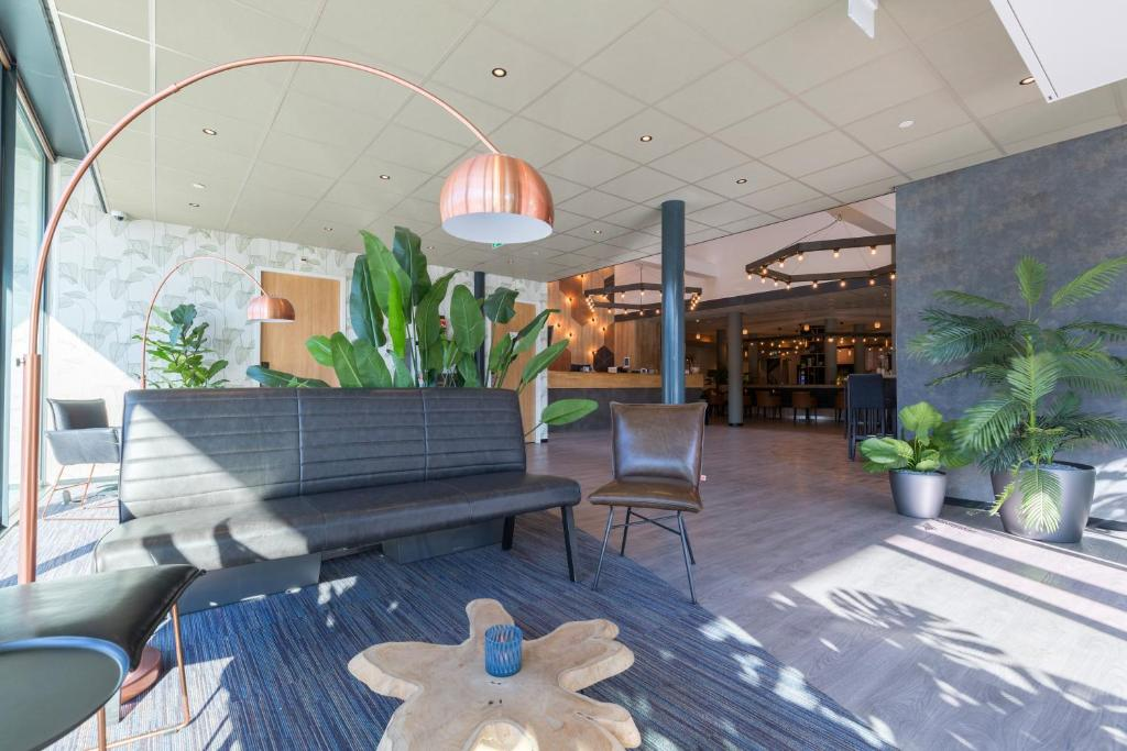 The lobby or reception area at Best Western Amsterdam (formerly known as West Side Inn Amsterdam)