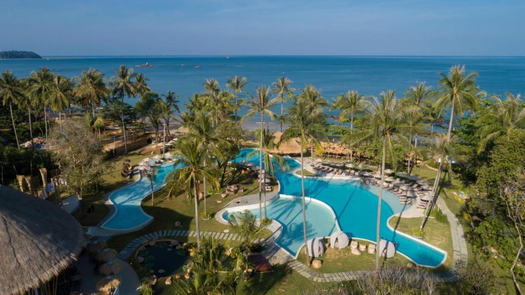 Вид на бассейн в Eden Beach Khaolak Resort and Spa или окрестностях
