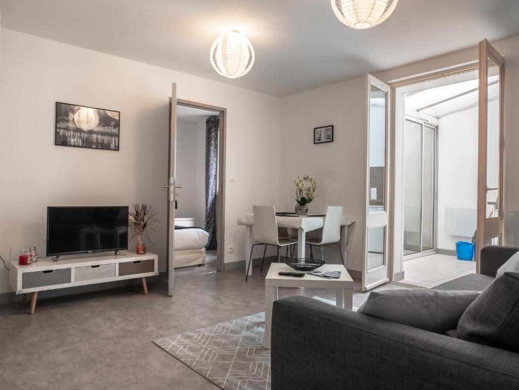 Apartments In Saint-hilaire-saint-florent Pays De La Loire