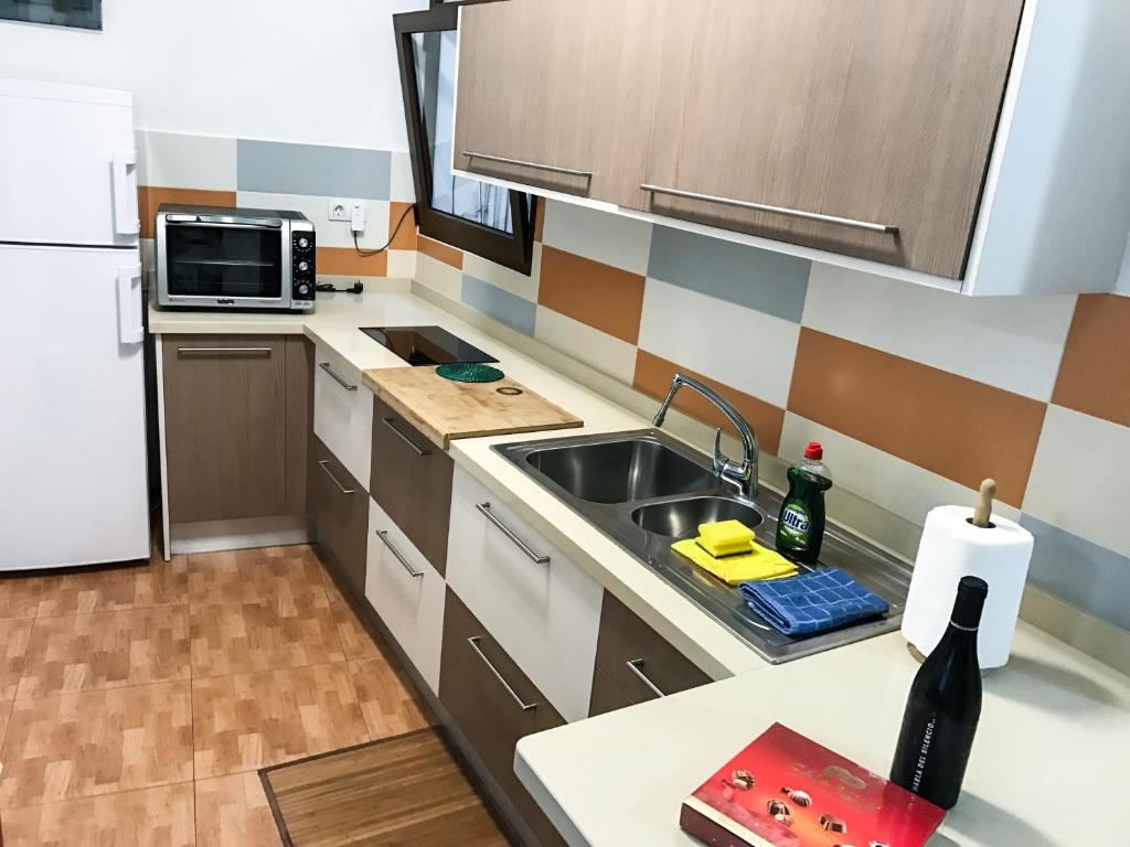 A kitchen or kitchenette at Cosy flat in LAS CANTERAS