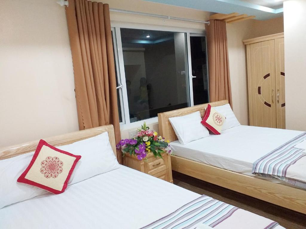 A bed or beds in a room at Thanh Trung Hotel