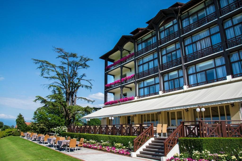 Hotel luxe lac leman france for Hotel luxe france