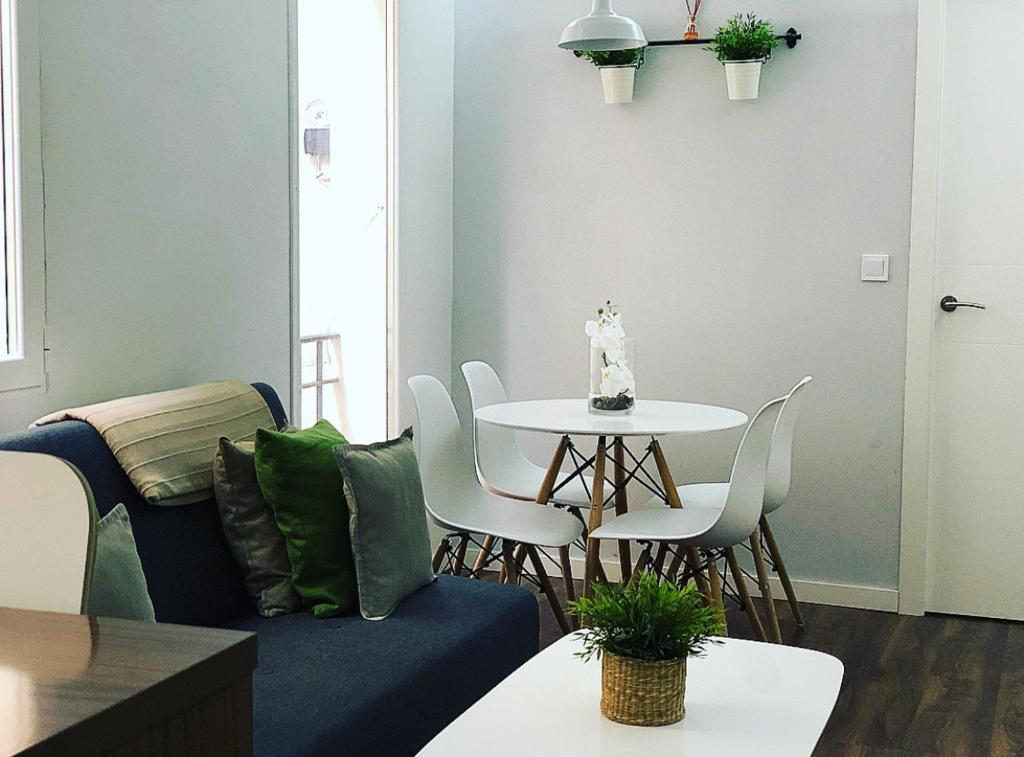 A seating area at Apartamento Retiro y Serrano