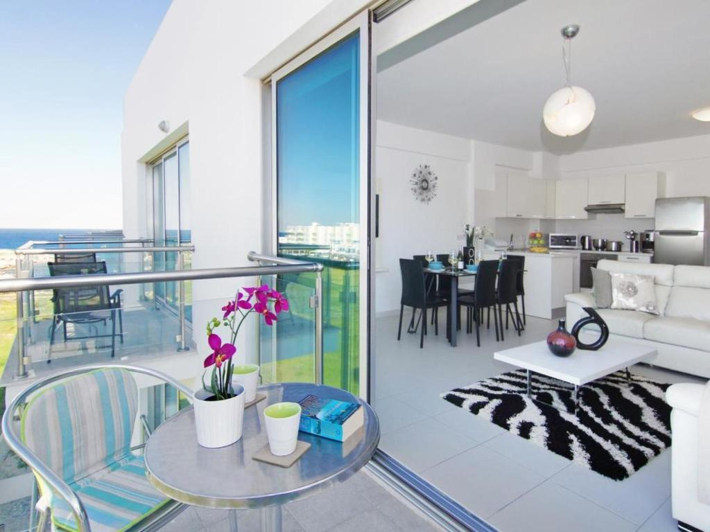 A restaurant or other place to eat at Apartment PRCORA308