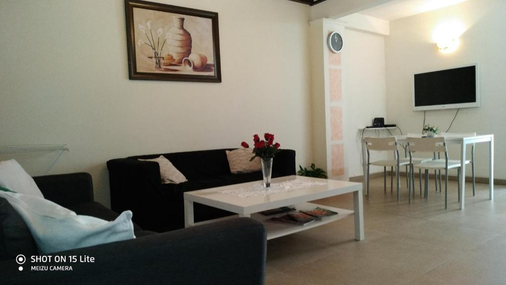 A Seating Area At Suite Bat Ami 3