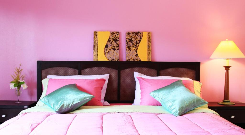 on ze pink bedroom decorating ideas.html