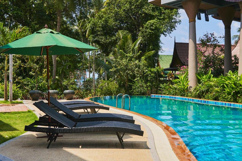 The swimming pool at or near Seaflower Bungalows