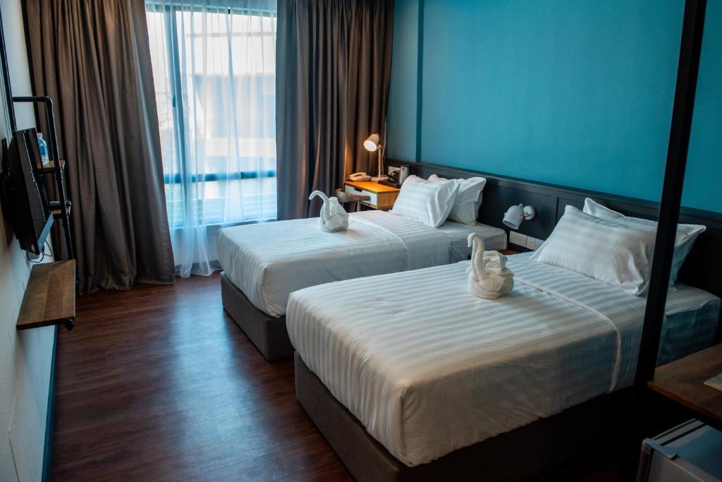 Katil atau katil-katil dalam bilik di O&G Hotel Parit Buntar