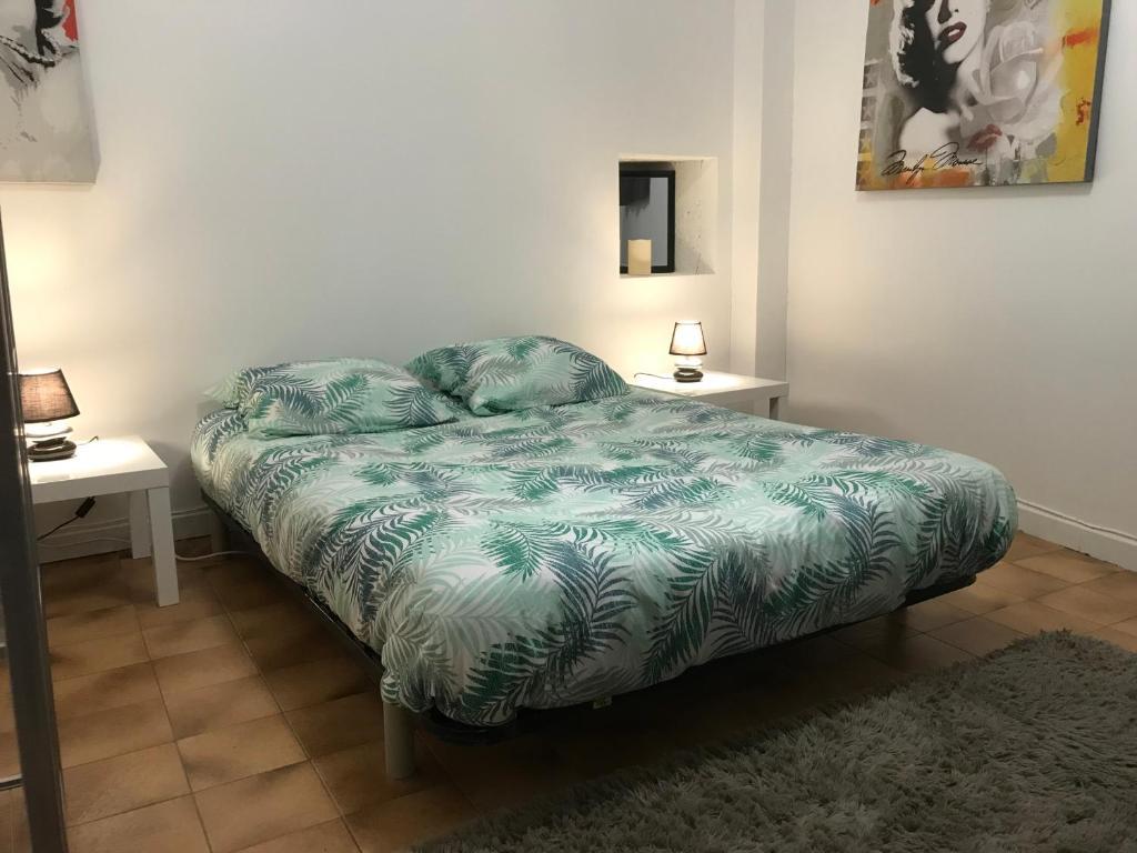Apartments In Villeneuve-de-mézin
