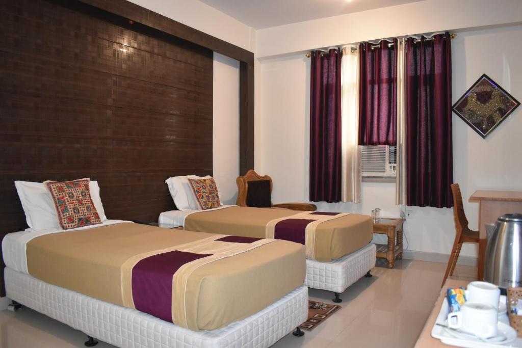 A bed or beds in a room at Hotel Bodh Vilas