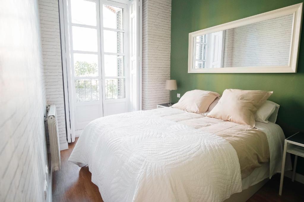 Letto o letti in una camera di LA LATINA Apartment (1BR 1BT)