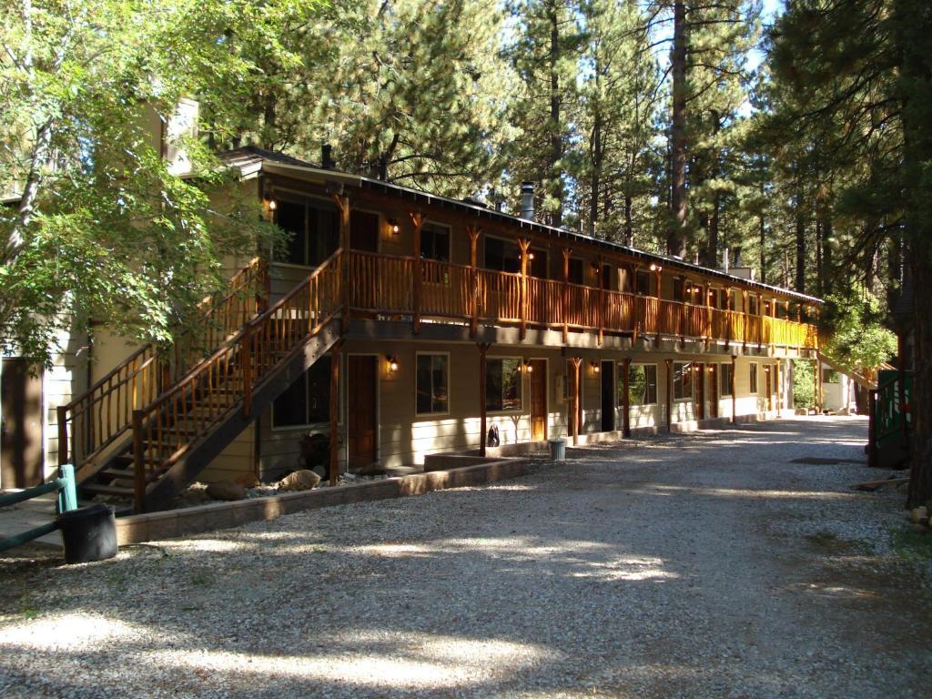 lake gb hotel manor prices resort big jacuzzi updated spa cabins en us bear