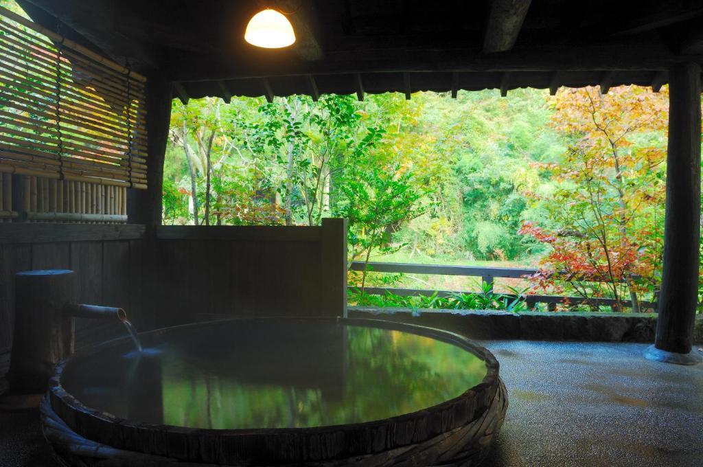 ポイント3.大自然の中の源泉かけ流し天然温泉