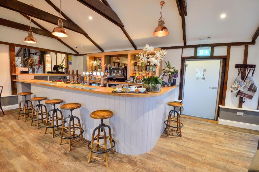 The lounge or bar area at Kingfishers At Cretingham Country Park