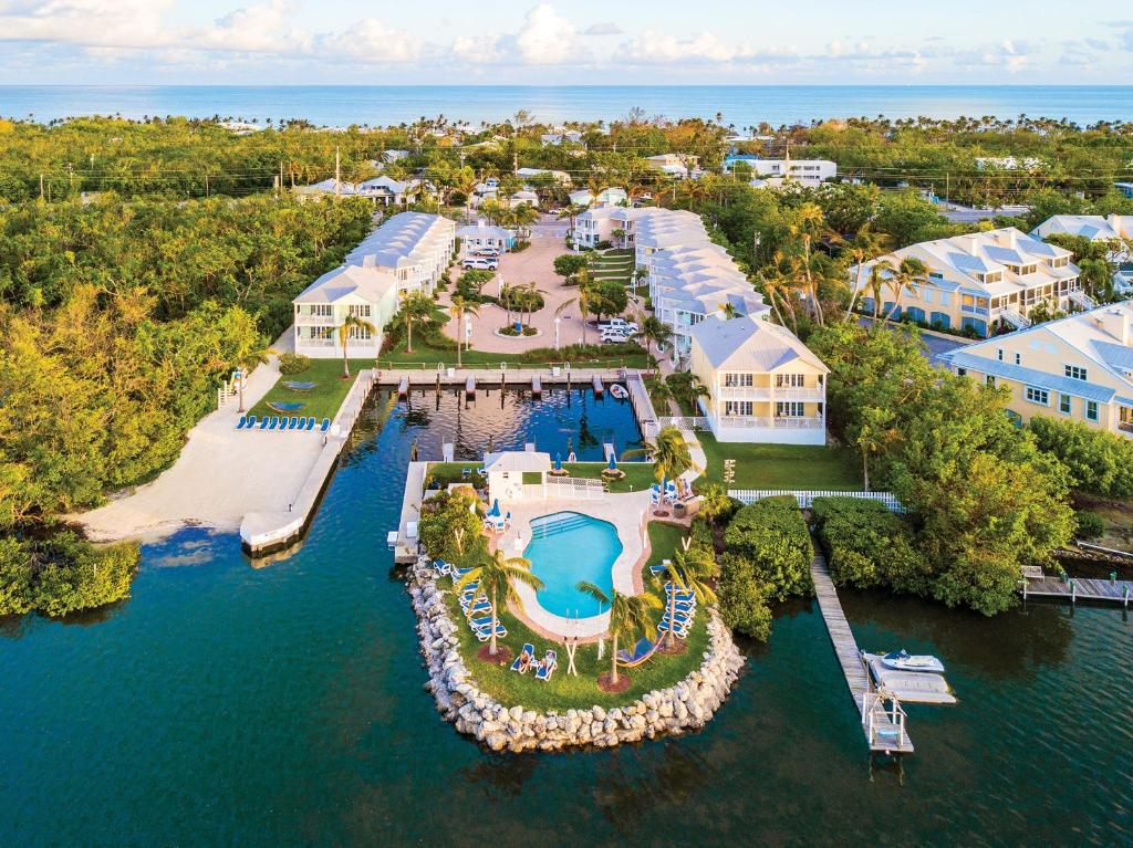 A bird's-eye view of Islander Bayside Townhomes and BoatSlips