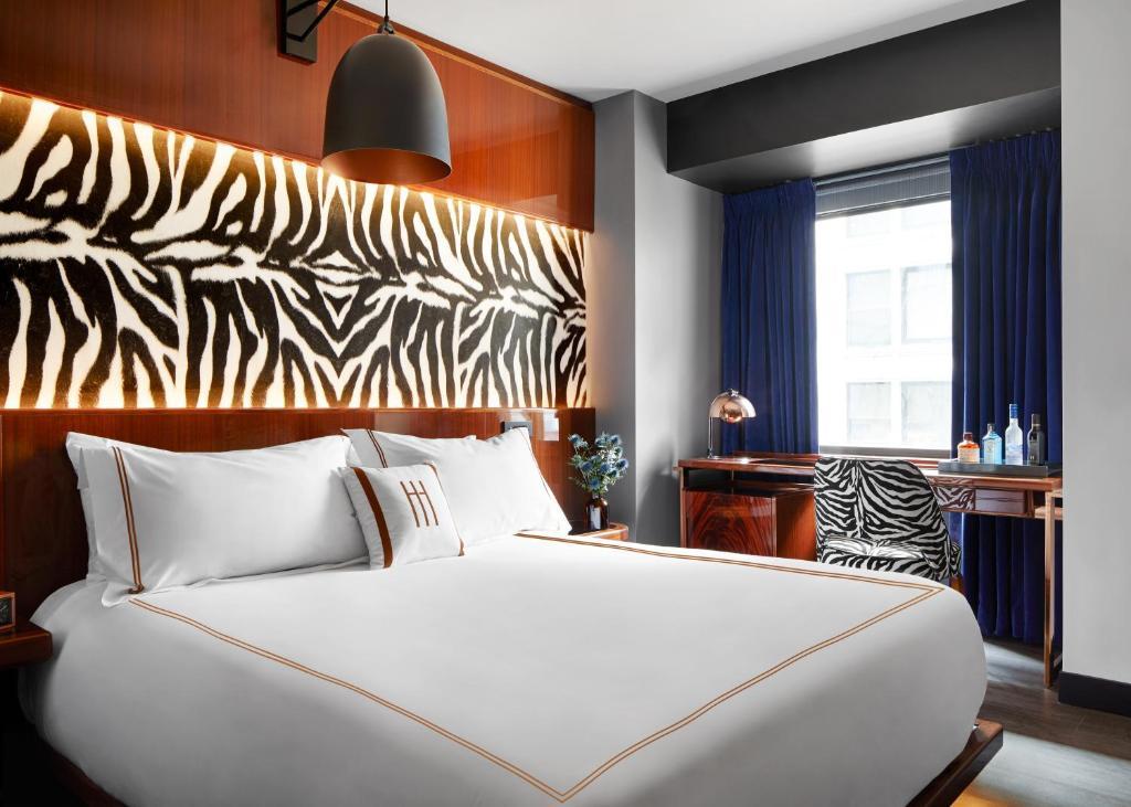 Ein Bett oder Betten in einem Zimmer der Unterkunft Hotel Hendricks