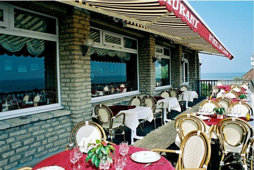 Ein Restaurant oder anderes Speiselokal in der Unterkunft Logis Hotel Du Casino