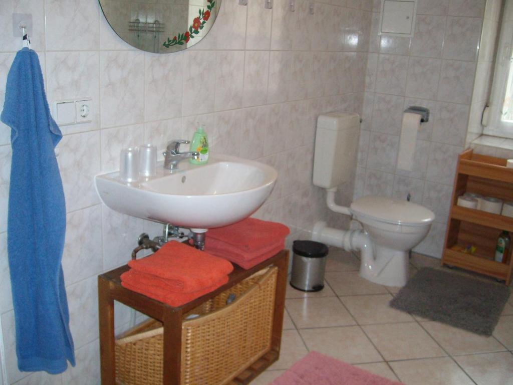A bathroom at Ferienwohnung Hannah