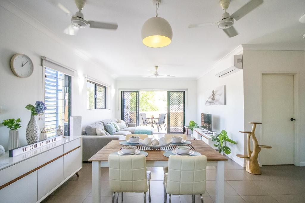 A seating area at ZEN QUARTERS - The NOMADS PAD Near Nightcliff Markets & Sunset Foreshore