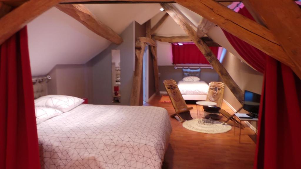 chambre d\'hôtes mansardée, Saint-Ouen-les-Vignes – Tarifs 2019