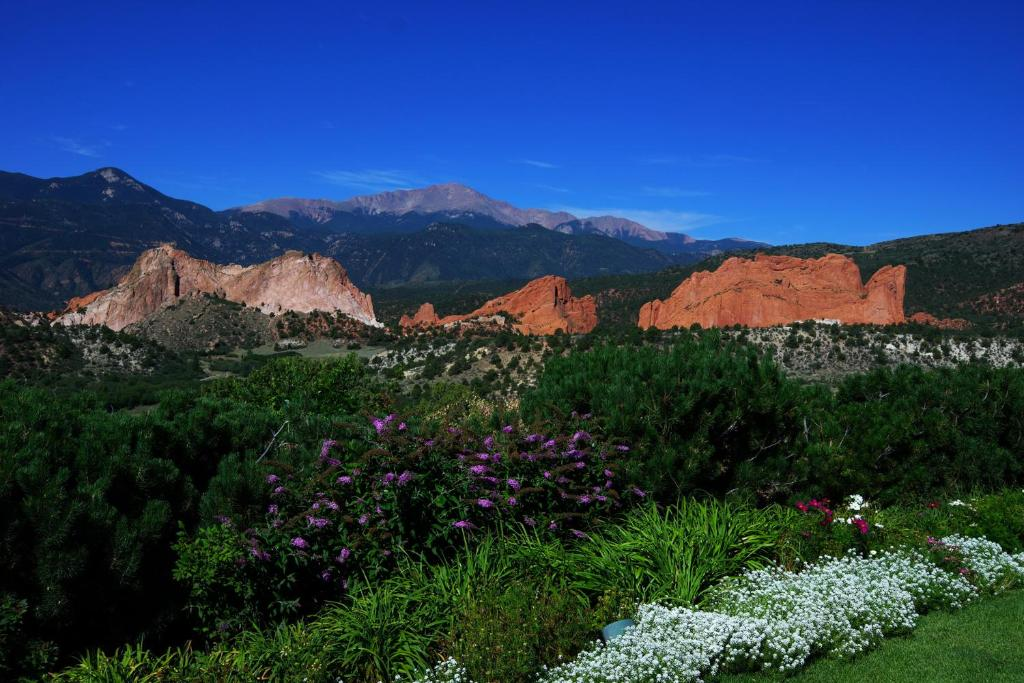 gallery image of this property - Garden Of The Gods Club
