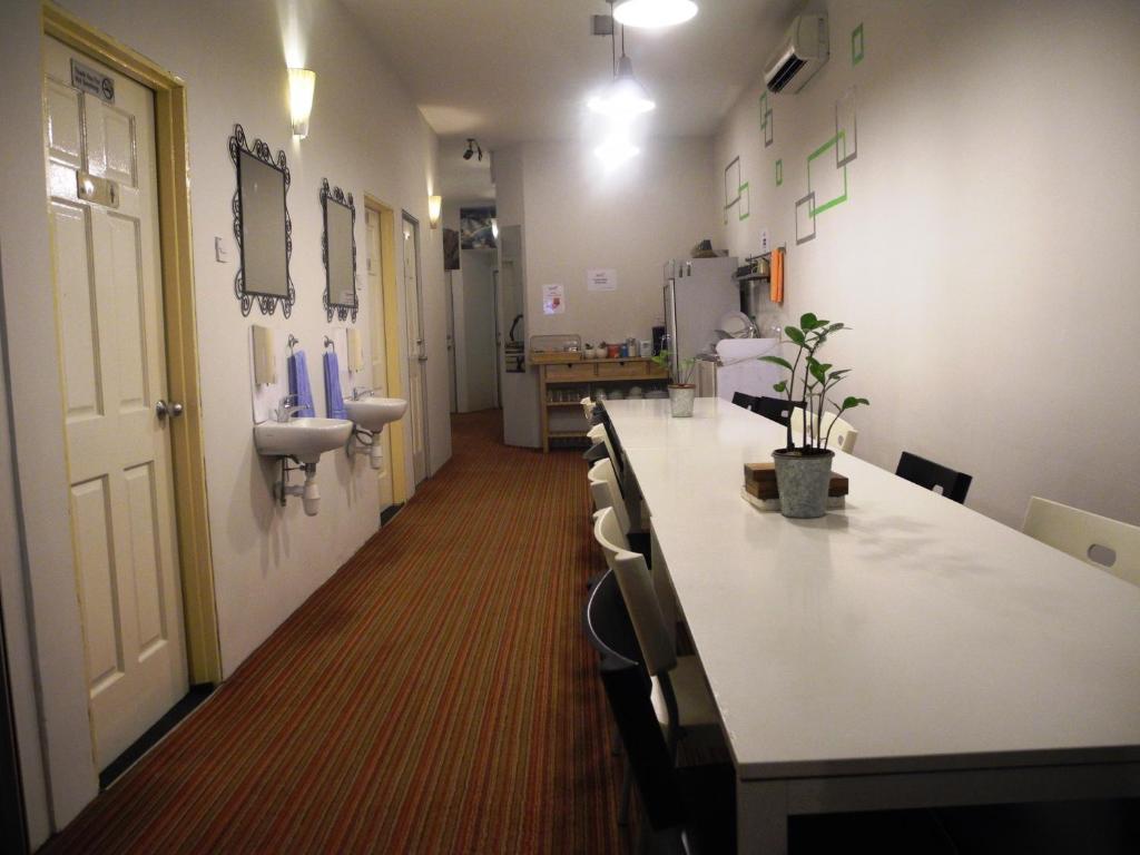 サブマリン ゲスト ハウス チャイナ タウンにあるフィットネスセンターまたはフィットネス設備