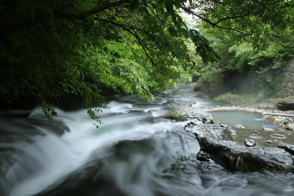 ポイント1.渓流を望む贅沢な露天風呂