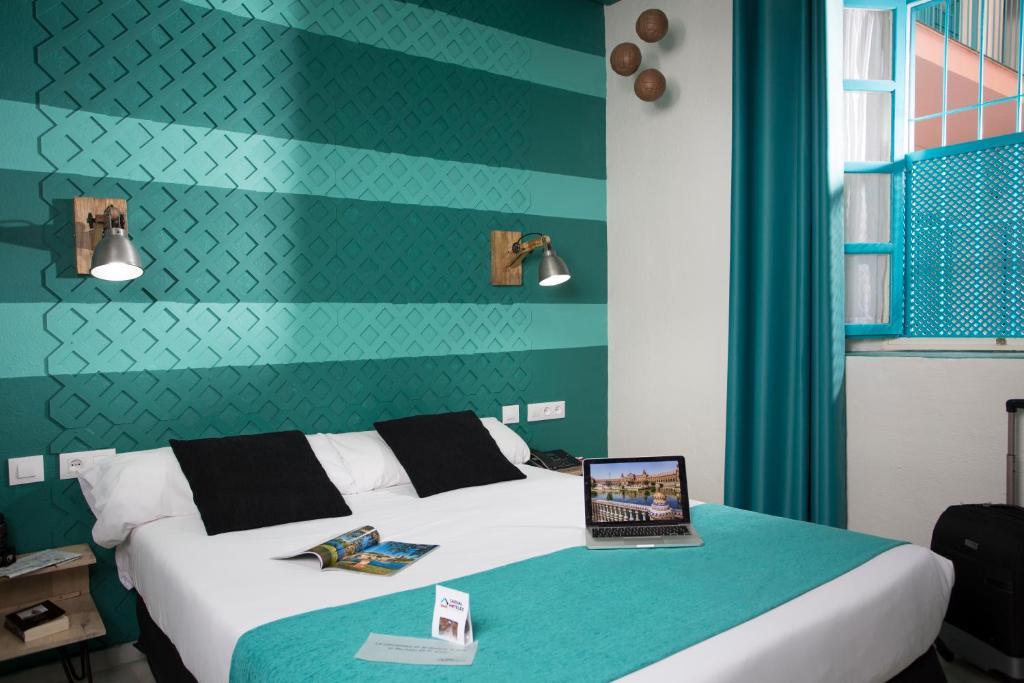 A bed or beds in a room at Casual de las Letras Sevilla