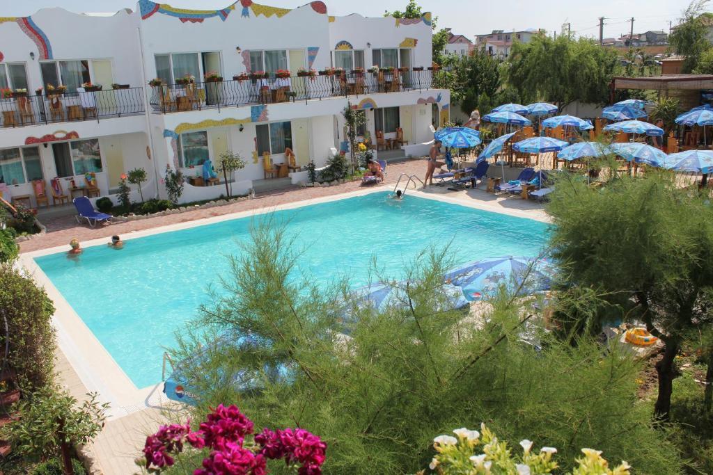 O vedere a piscinei de la sau din apropiere de Hotel Laguna