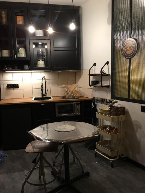 A kitchen or kitchenette at L'atelier de Proust