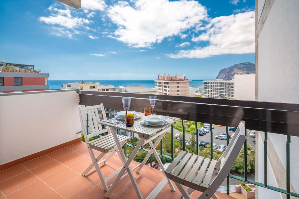 A balcony or terrace at America Apartment by HR Madeira