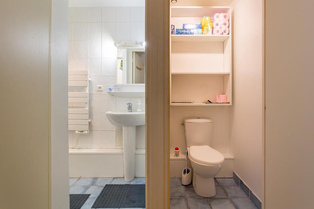 A bathroom at TEST 6