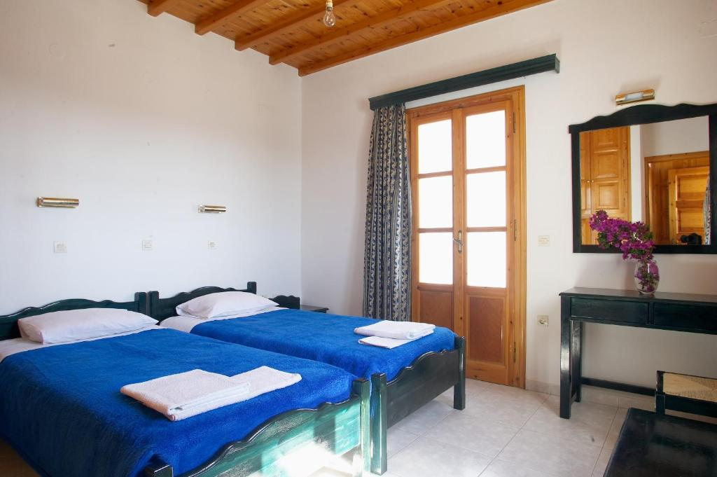 A bed or beds in a room at Ibiscus Villas