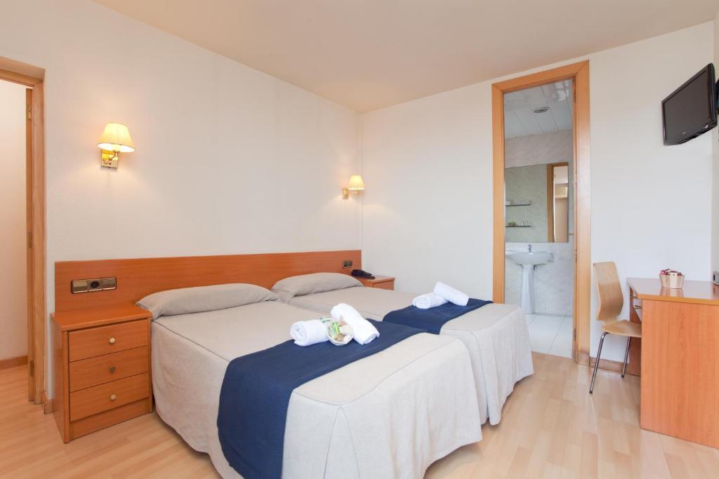 Een bed of bedden in een kamer bij Hotel Everest