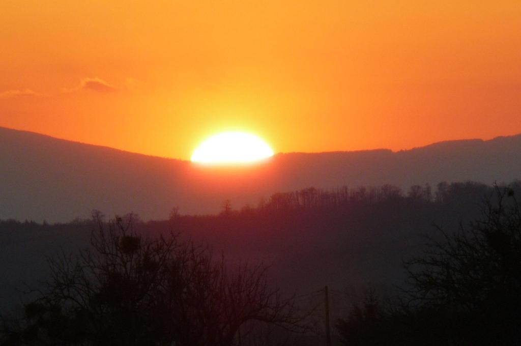 6f7686a467457a Lever ou coucher de soleil vu de le B&B/chambre d'hôtes ou à