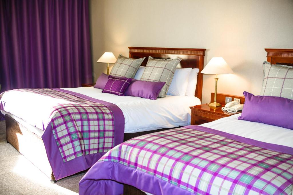 A bed or beds in a room at Knightsbrook Hotel & Golf Resort