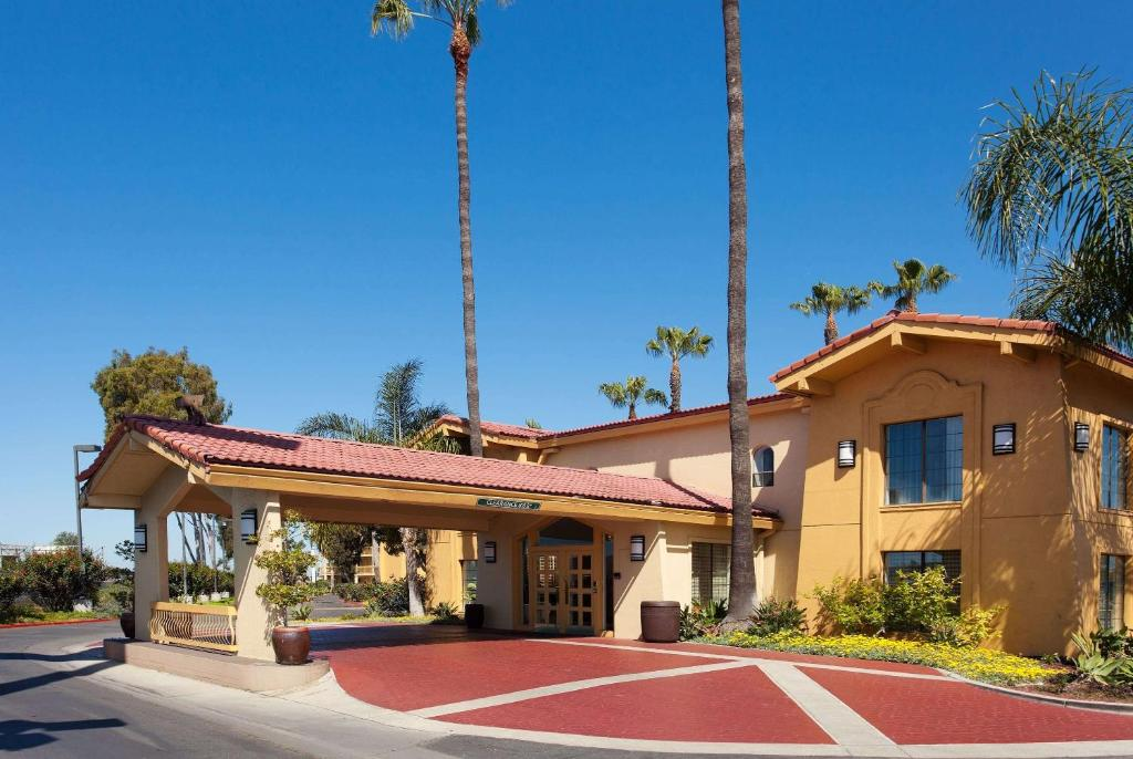 1d3774e6424 La Quinta Inn Costa Mesa, CA - Booking.com