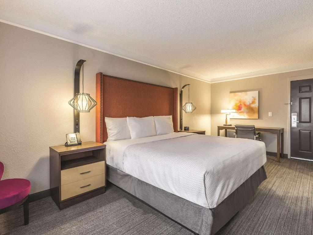 A bed or beds in a room at La Quinta by Wyndham New Orleans Downtown