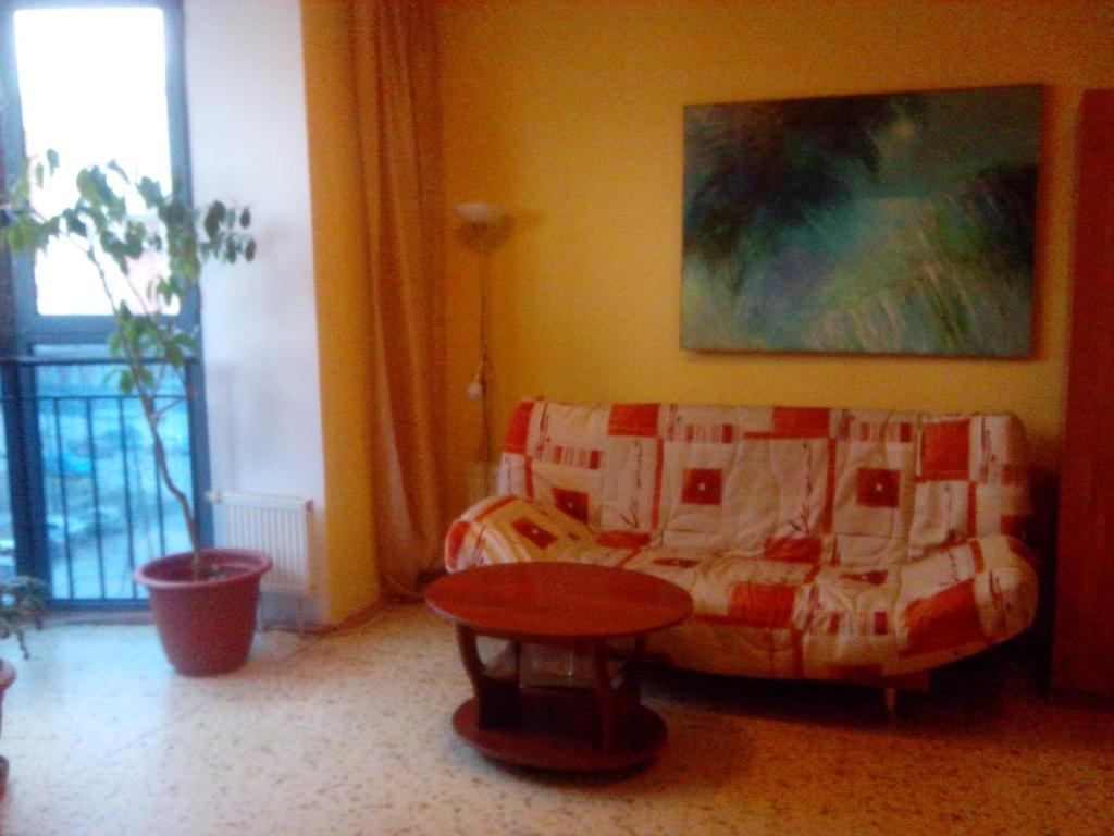 A seating area at квартира в центре с панорамным окном