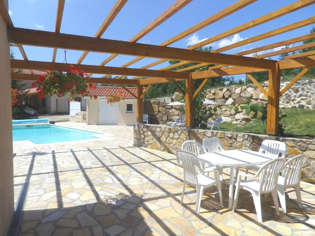 The swimming pool at or near Le Panorama - Chambres d'Hotes