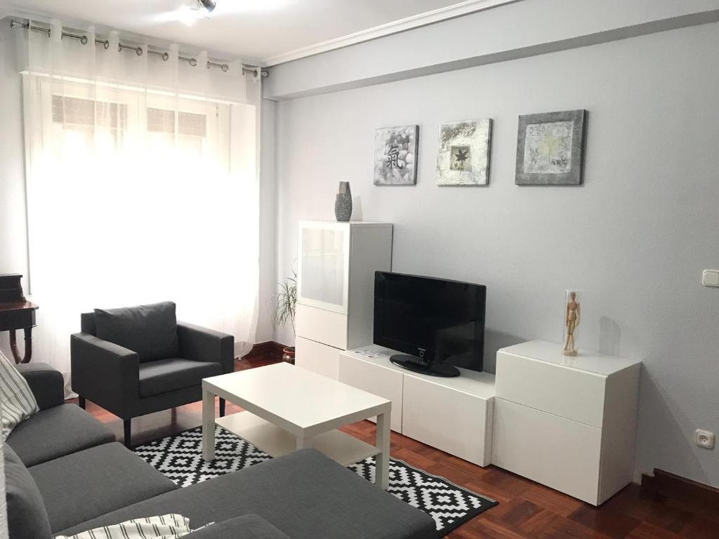 Una televisión o centro de entretenimiento en Zarautz Centro