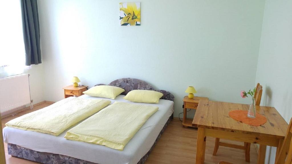 Bed And Breakfast Kastély Szálló Balatonlelle Hungary