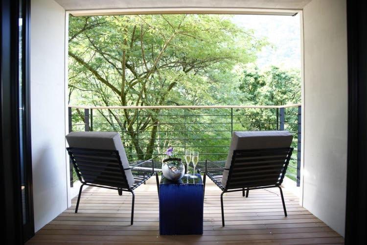 ポイント1.純和風の伝統の美とモダン家具調の部屋