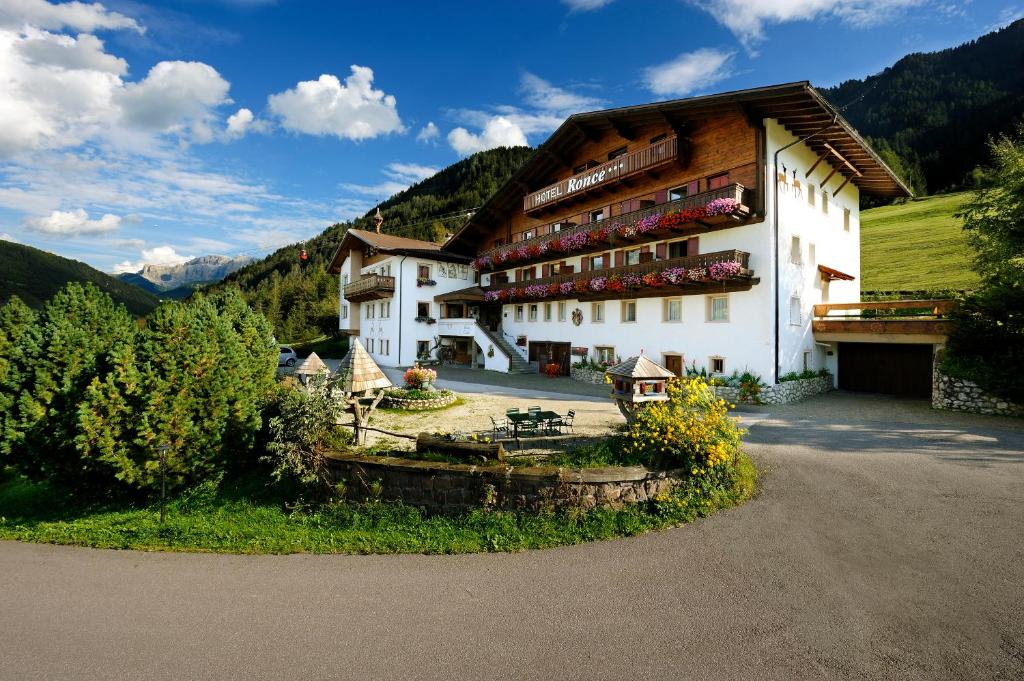 Hotel ronce ortisei italy for Reservation hotel italie