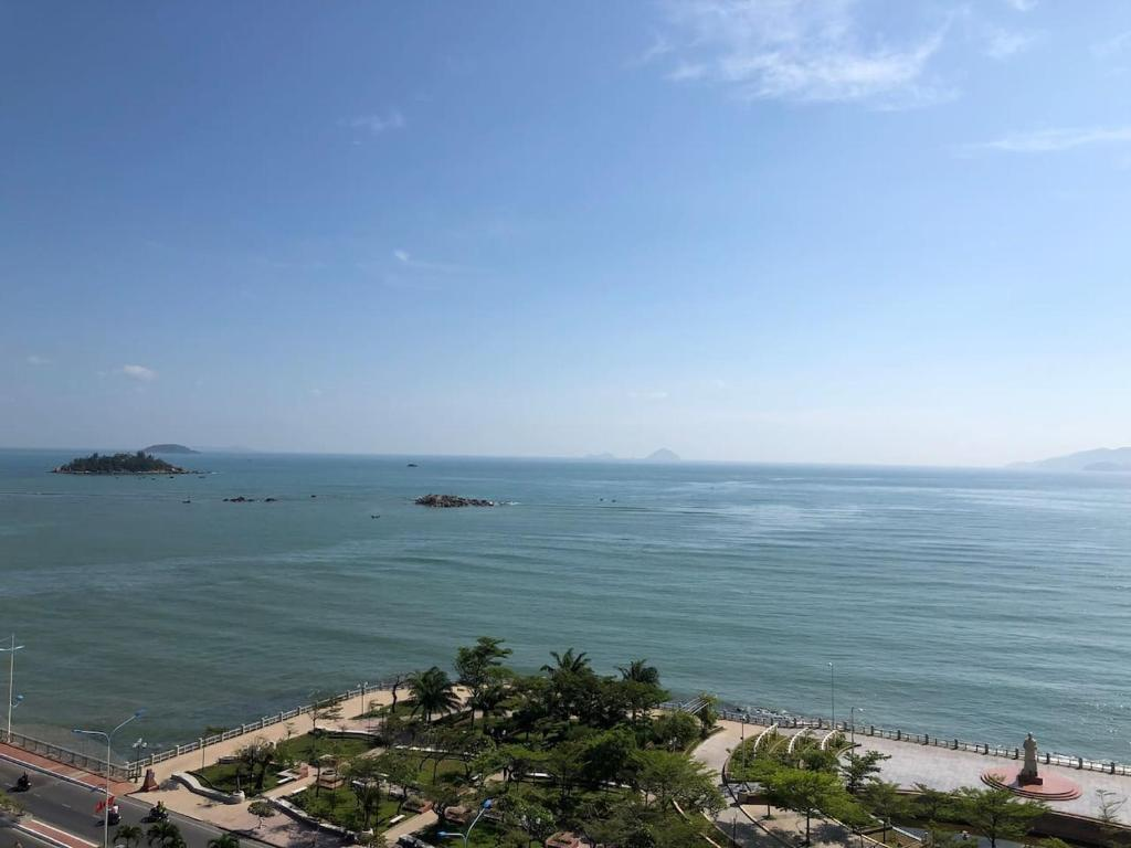 Golden Sea Apartment 934, beach front, 2 bed rooms, Nha