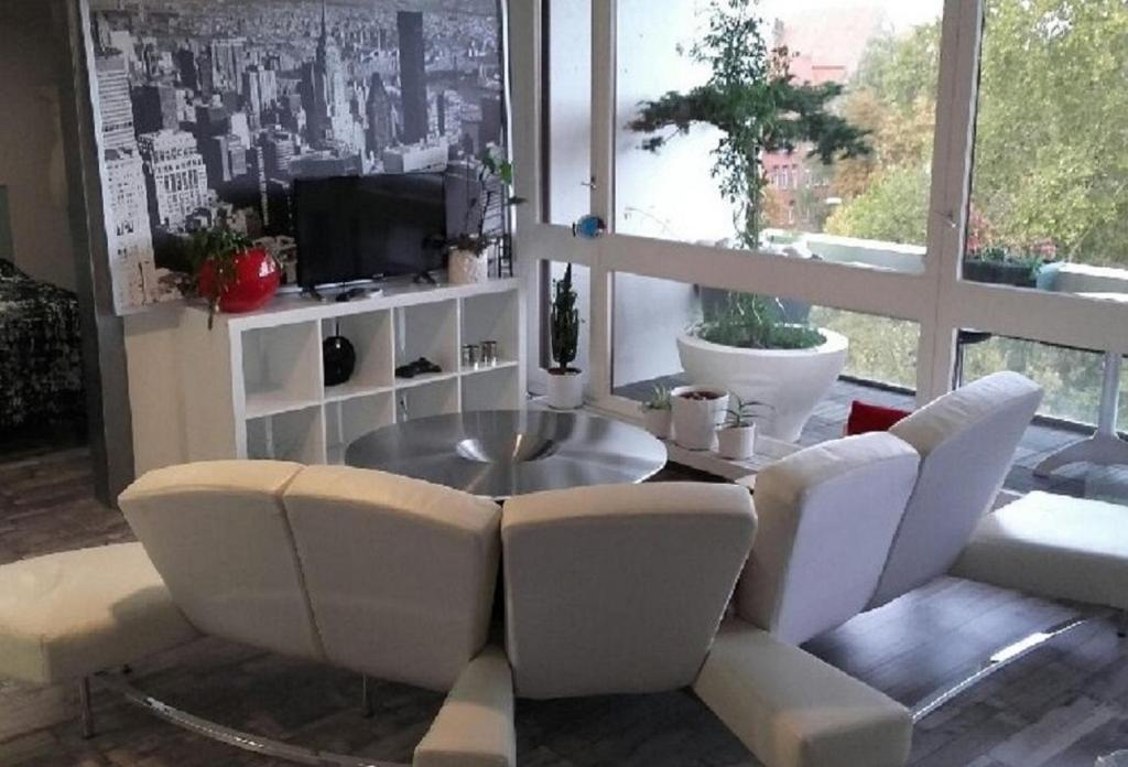 The Lounge Or Bar Area At Modern U0026 Cosy : 52 M²   Balcon Et Parking