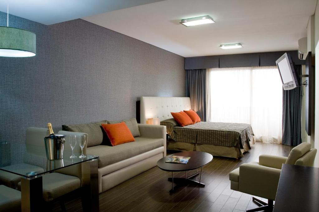 A seating area at Recoleta Apartments