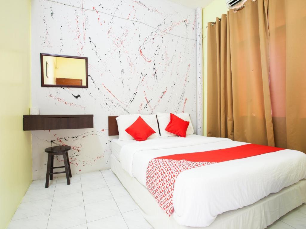 Katil atau katil-katil dalam bilik di OYO 796 JR Hotel