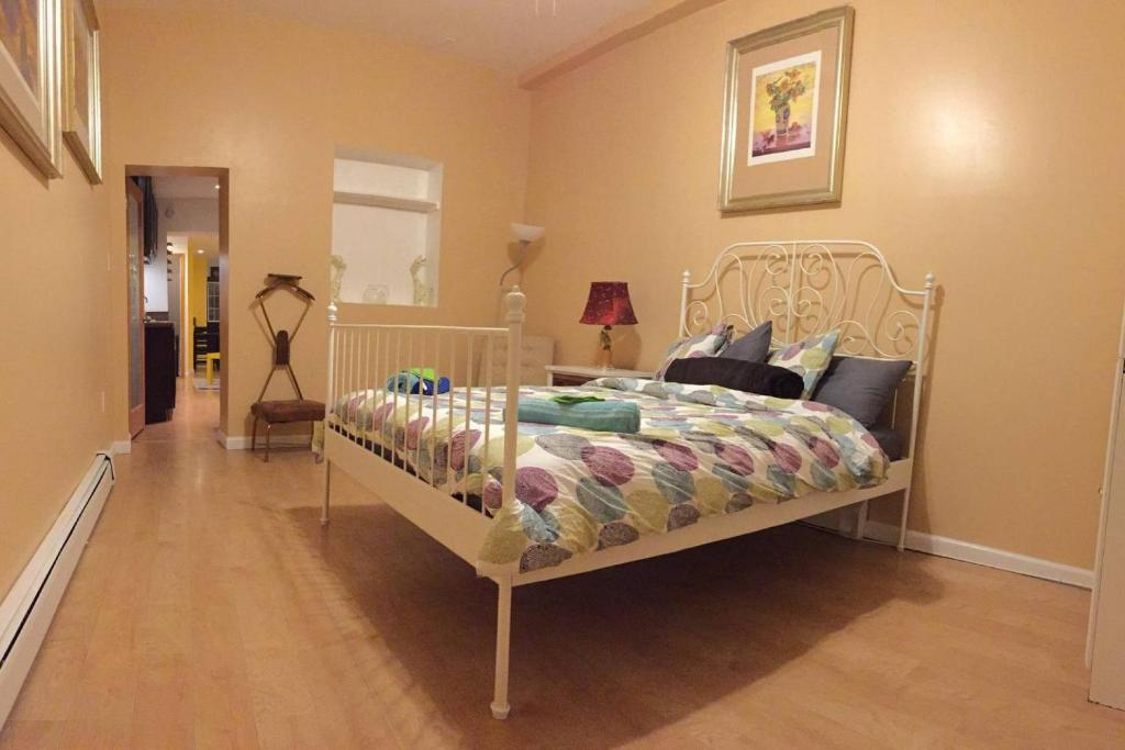 A bed or beds in a room at Historic Center & Italian Market 2 Bedroom & Patio
