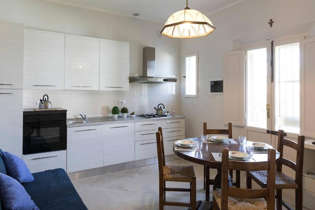 Virtuve vai virtuves aprīkojums naktsmītnē Hintown Happy Family Villa